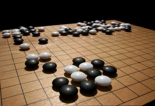 Go, el milenario juego de fichas
