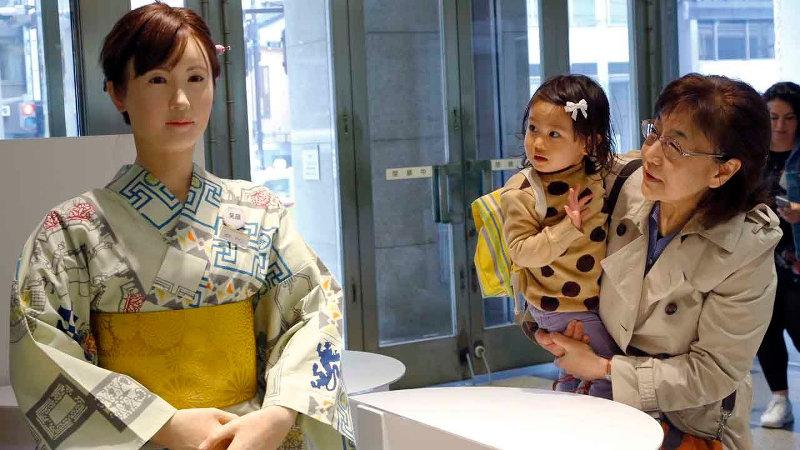 robot recepcionista japón